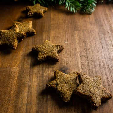 Cinnamon stars (Zimtsterne) on a wooden surface