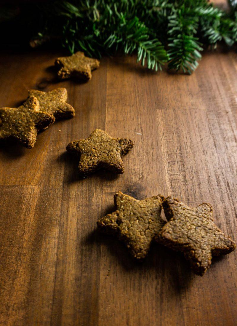 Cinnamon stars (Zimtsterne) on a wooden surface