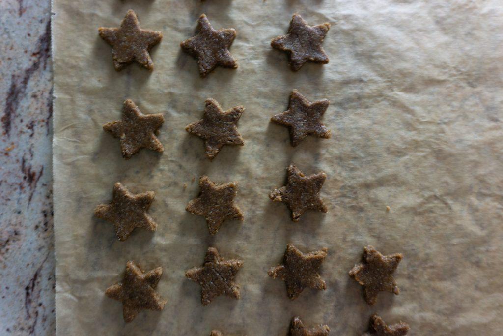 Cinnamon stars (Zimtsterne) cut, ready for baking