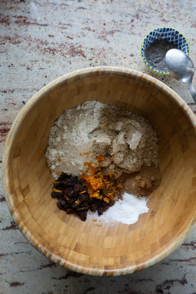 Oat flour, almond flour, coconut sugar, baking powder, cinnamon, raisin, orange zest, and salt in a bowl