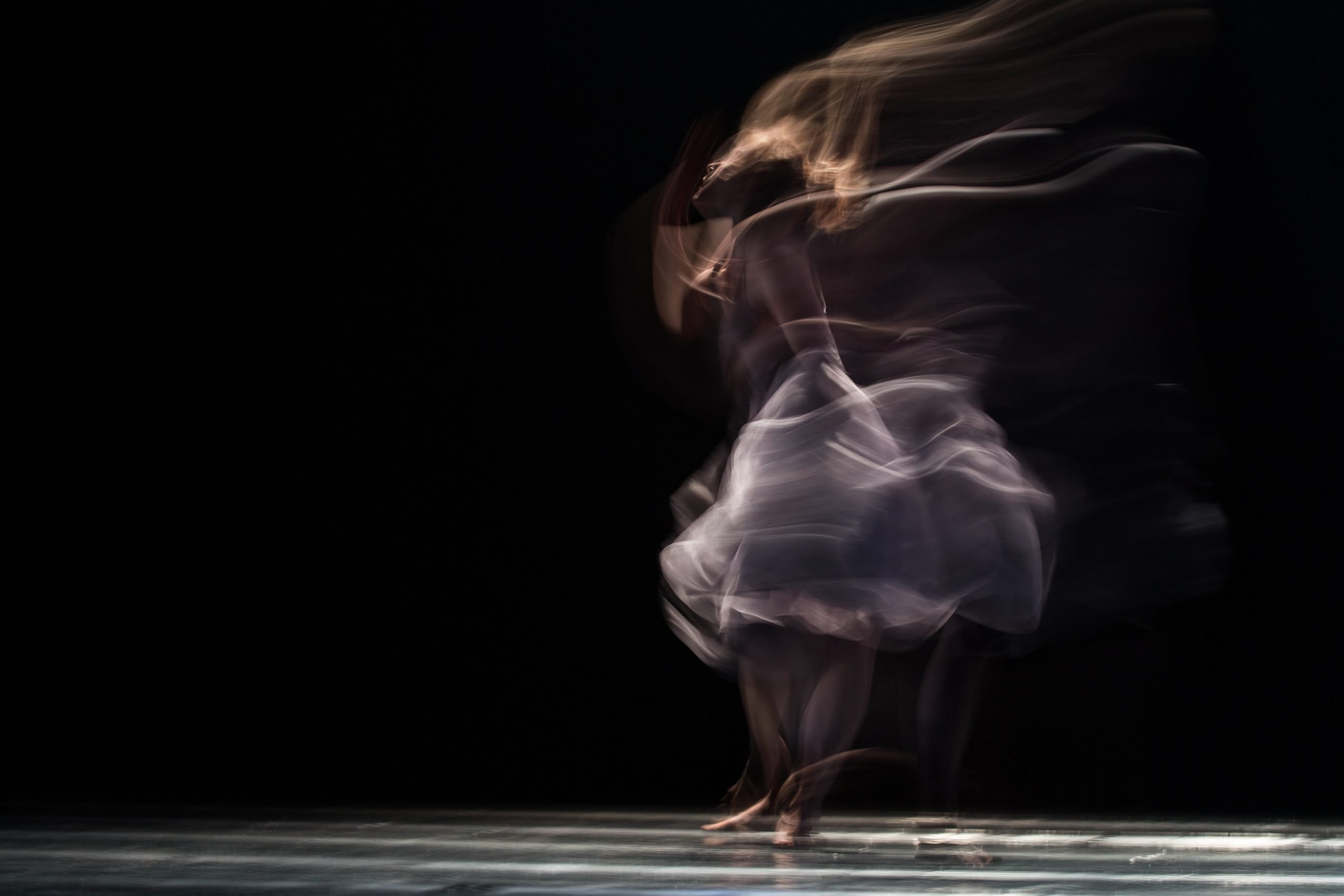 """Woman dancing a picture for the post """"how I manage my anxiety"""""""