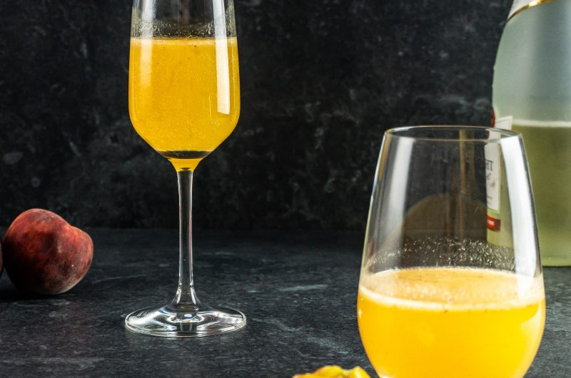 Easy Peach Bellini Cocktail