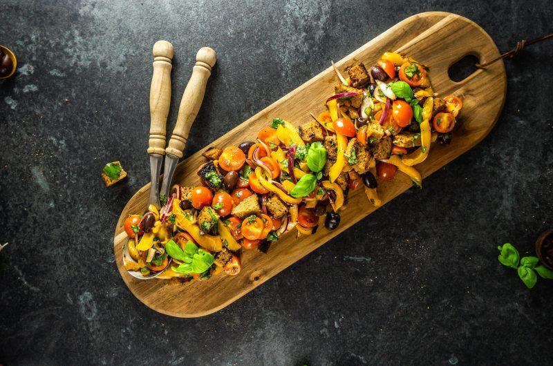 Tuscan-Style Tomato and Bread Salad (Panzanella)