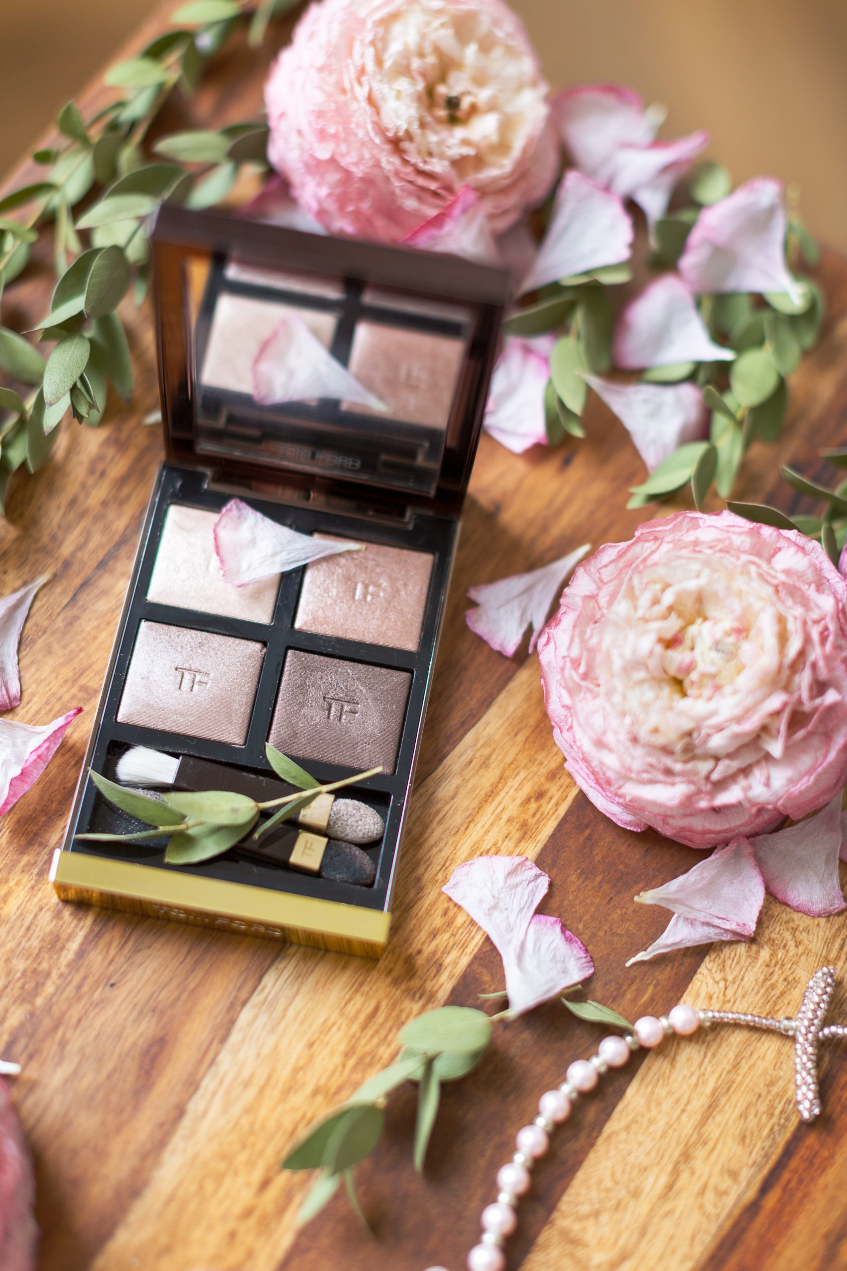 Bronze powder make up surrounded by roses